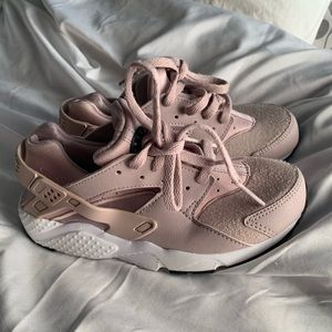 Nike Huaraches Little Girl (Size 13)